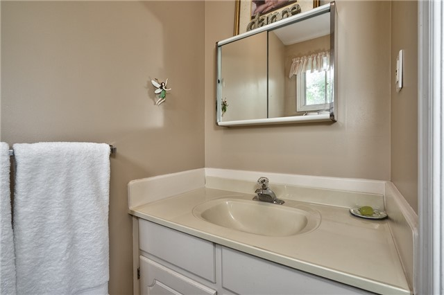 Detached at 1431 Harmsworth Sq, Oakville, Ontario. Image 3