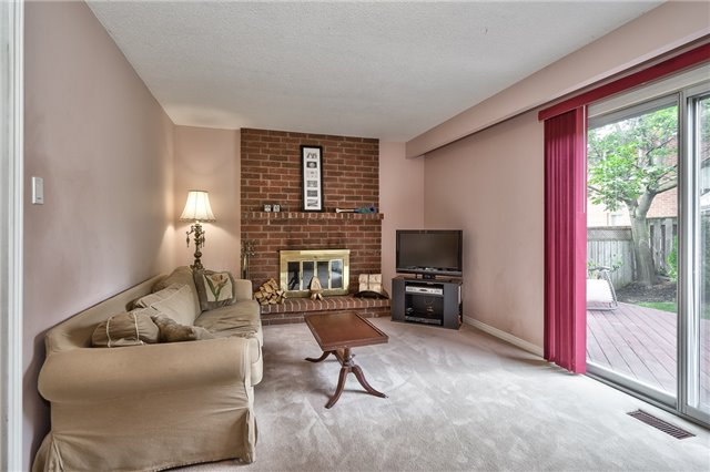 Detached at 1431 Harmsworth Sq, Oakville, Ontario. Image 4