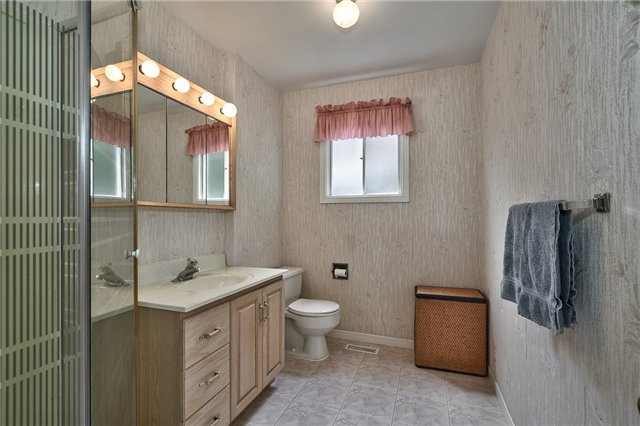 Detached at 1431 Harmsworth Sq, Oakville, Ontario. Image 5