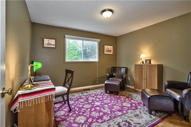 Detached at 1431 Harmsworth Sq, Oakville, Ontario. Image 6