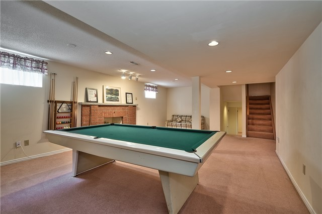 Detached at 1431 Harmsworth Sq, Oakville, Ontario. Image 7