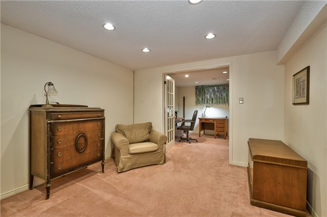 Detached at 1431 Harmsworth Sq, Oakville, Ontario. Image 9