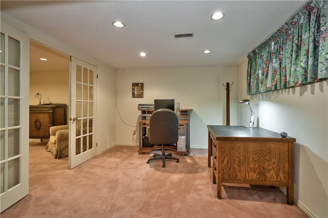 Detached at 1431 Harmsworth Sq, Oakville, Ontario. Image 10