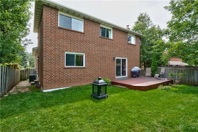 Detached at 1431 Harmsworth Sq, Oakville, Ontario. Image 13