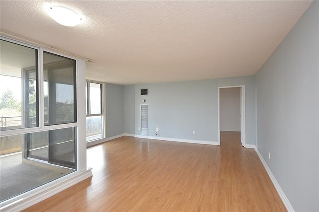Condo Apartment at 1320 Mississauga Valley Blvd, Unit 310, Mississauga, Ontario. Image 12