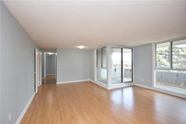 Condo Apartment at 1320 Mississauga Valley Blvd, Unit 310, Mississauga, Ontario. Image 15