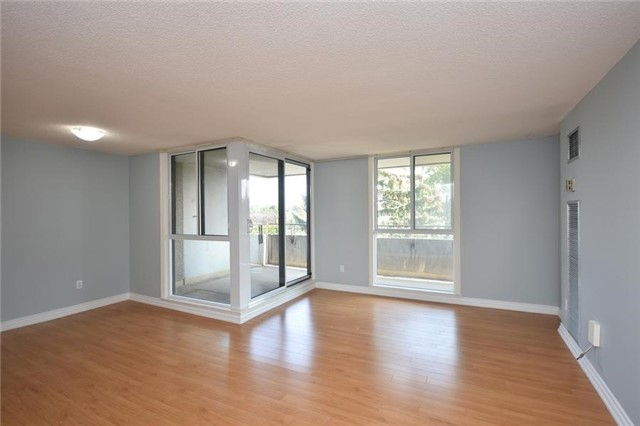 Condo Apartment at 1320 Mississauga Valley Blvd, Unit 310, Mississauga, Ontario. Image 16