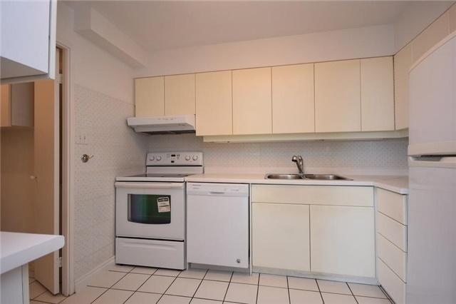 Condo Apartment at 1320 Mississauga Valley Blvd, Unit 310, Mississauga, Ontario. Image 18