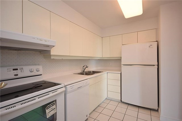Condo Apartment at 1320 Mississauga Valley Blvd, Unit 310, Mississauga, Ontario. Image 19