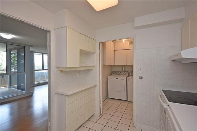 Condo Apartment at 1320 Mississauga Valley Blvd, Unit 310, Mississauga, Ontario. Image 20