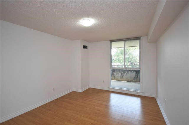 Condo Apartment at 1320 Mississauga Valley Blvd, Unit 310, Mississauga, Ontario. Image 3