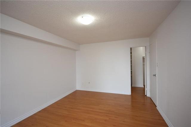 Condo Apartment at 1320 Mississauga Valley Blvd, Unit 310, Mississauga, Ontario. Image 4
