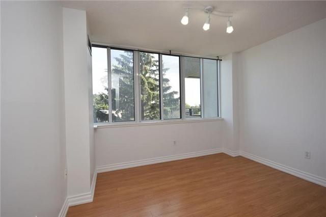Condo Apartment at 1320 Mississauga Valley Blvd, Unit 310, Mississauga, Ontario. Image 6