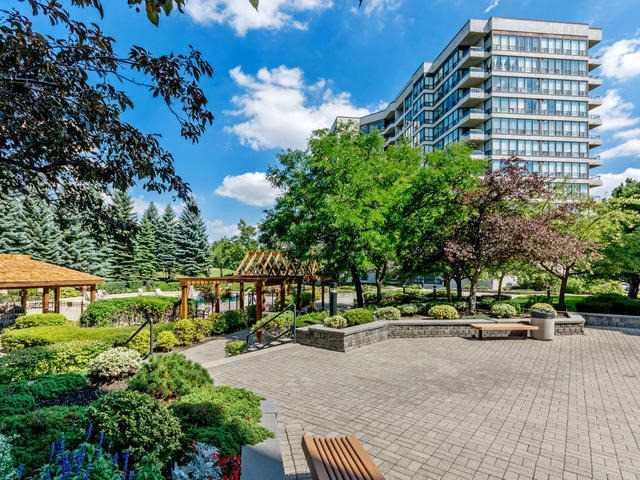 Condo Apartment at 10 Laurelcrest St, Unit 1104, Brampton, Ontario. Image 1