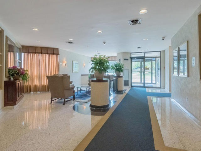 Condo Apartment at 10 Laurelcrest St, Unit 1104, Brampton, Ontario. Image 12