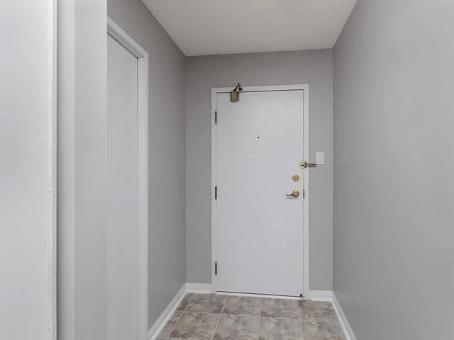Condo Apartment at 10 Laurelcrest St, Unit 1104, Brampton, Ontario. Image 13