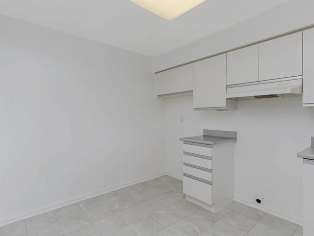 Condo Apartment at 10 Laurelcrest St, Unit 1104, Brampton, Ontario. Image 16