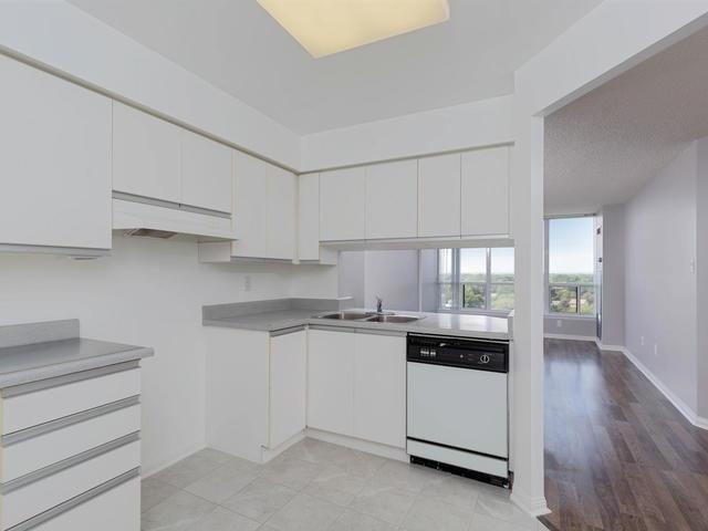 Condo Apartment at 10 Laurelcrest St, Unit 1104, Brampton, Ontario. Image 17