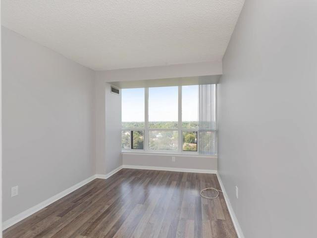 Condo Apartment at 10 Laurelcrest St, Unit 1104, Brampton, Ontario. Image 4