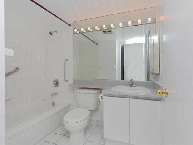 Condo Apartment at 10 Laurelcrest St, Unit 1104, Brampton, Ontario. Image 6