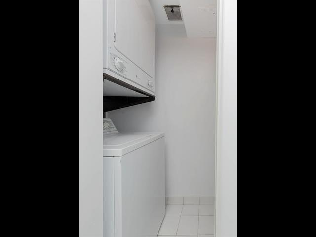 Condo Apartment at 10 Laurelcrest St, Unit 1104, Brampton, Ontario. Image 7
