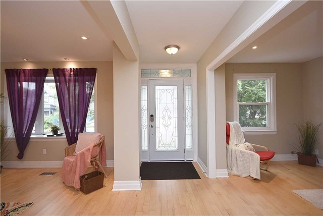 Detached at 13 Pine Ave N, Mississauga, Ontario. Image 15