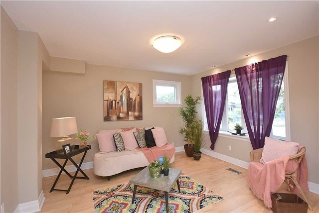 Detached at 13 Pine Ave N, Mississauga, Ontario. Image 16