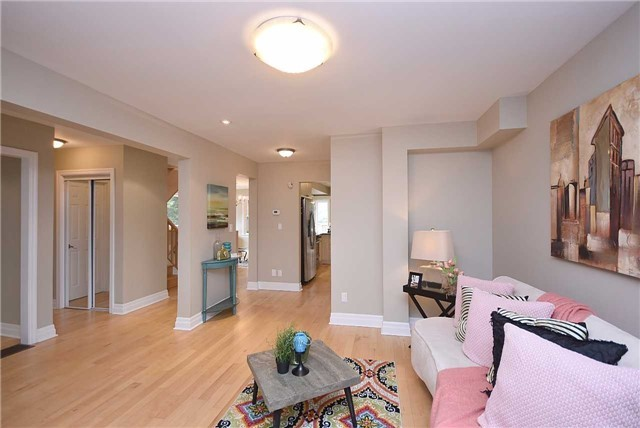 Detached at 13 Pine Ave N, Mississauga, Ontario. Image 17