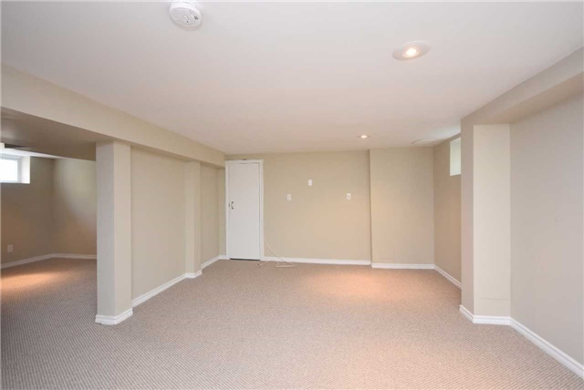 Detached at 13 Pine Ave N, Mississauga, Ontario. Image 10