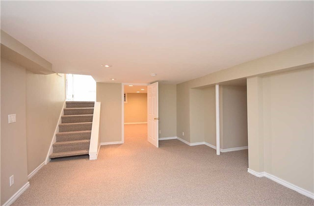 Detached at 13 Pine Ave N, Mississauga, Ontario. Image 11