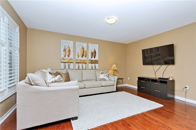 Detached at 719 Casarin Cres, Milton, Ontario. Image 15