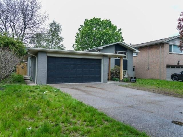 Detached at 1041 Johnathan Dr, Mississauga, Ontario. Image 1
