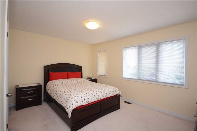 Townhouse at 3125 Highbourne Cres, Oakville, Ontario. Image 11