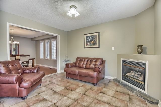 Detached at 5325 Wilderness Tr, Mississauga, Ontario. Image 3