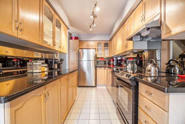 Condo Townhouse at 1211 Parkwest Pl, Unit 12, Mississauga, Ontario. Image 20