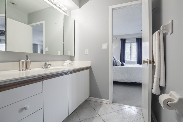 Condo Townhouse at 1211 Parkwest Pl, Unit 12, Mississauga, Ontario. Image 6