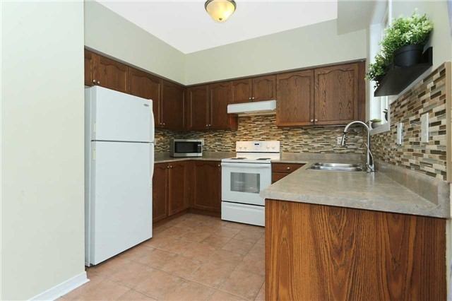 Semi-detached at 7155 Magistrate Terr W, Unit 137, Mississauga, Ontario. Image 15
