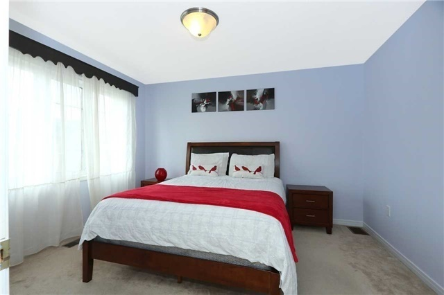 Semi-detached at 7155 Magistrate Terr W, Unit 137, Mississauga, Ontario. Image 2