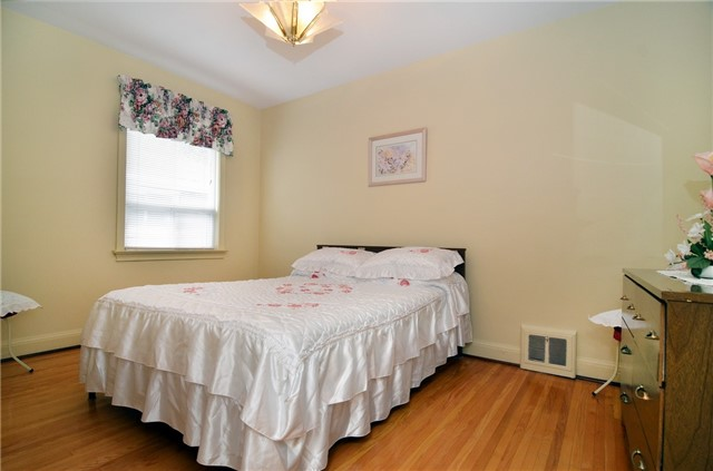Detached at 58 Coules Crt, Toronto, Ontario. Image 3