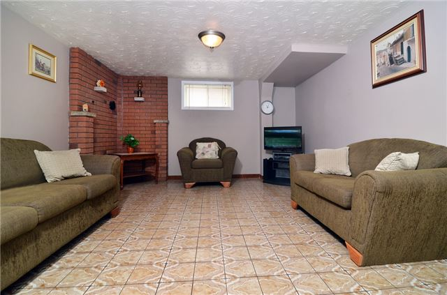 Detached at 58 Coules Crt, Toronto, Ontario. Image 11