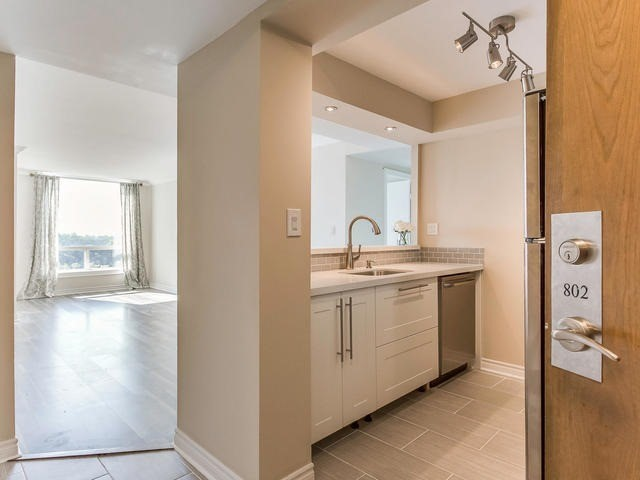 Condo Apartment at 3 Hickory Tree Rd, Unit 802, Toronto, Ontario. Image 17