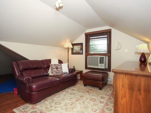 Detached at 11 Oakwood Ave N, Mississauga, Ontario. Image 4
