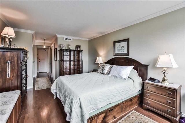 Condo Apartment at 1333 Bloor St, Unit 216, Mississauga, Ontario. Image 3