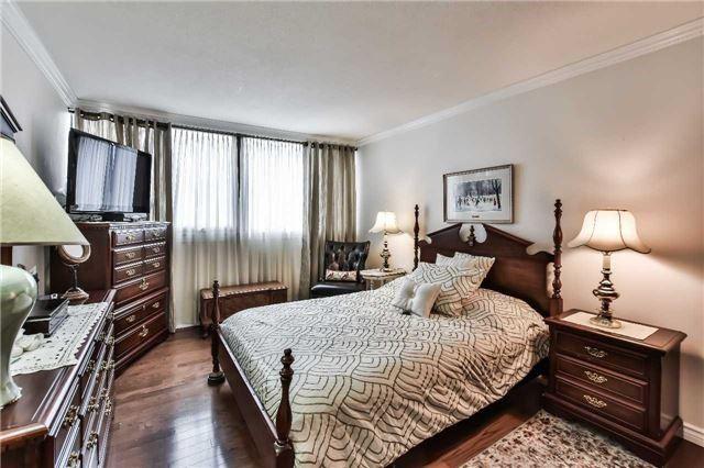 Condo Apartment at 1333 Bloor St, Unit 216, Mississauga, Ontario. Image 5