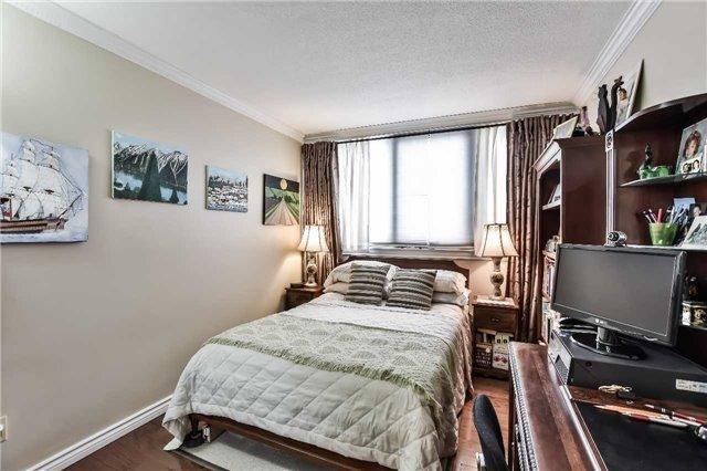 Condo Apartment at 1333 Bloor St, Unit 216, Mississauga, Ontario. Image 6