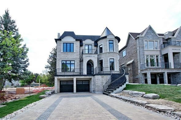 Detached at 2532 Glengarry Rd, Mississauga, Ontario. Image 1