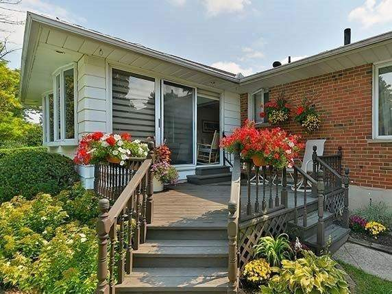 Detached at 25 Shady Lawn Crt, Mississauga, Ontario. Image 2