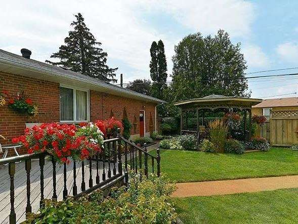 Detached at 25 Shady Lawn Crt, Mississauga, Ontario. Image 6
