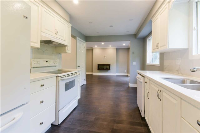 Detached at 894 Anderson Ave, Milton, Ontario. Image 2