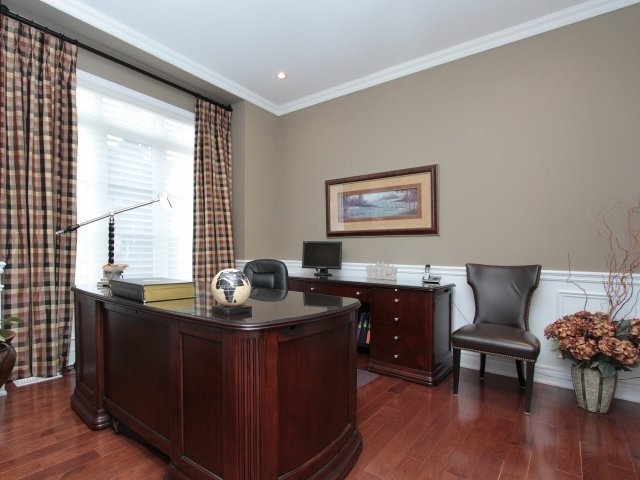 Detached at 2336 Gamble Rd, Oakville, Ontario. Image 12